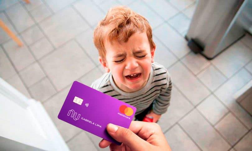Cartão de crédito roxinho